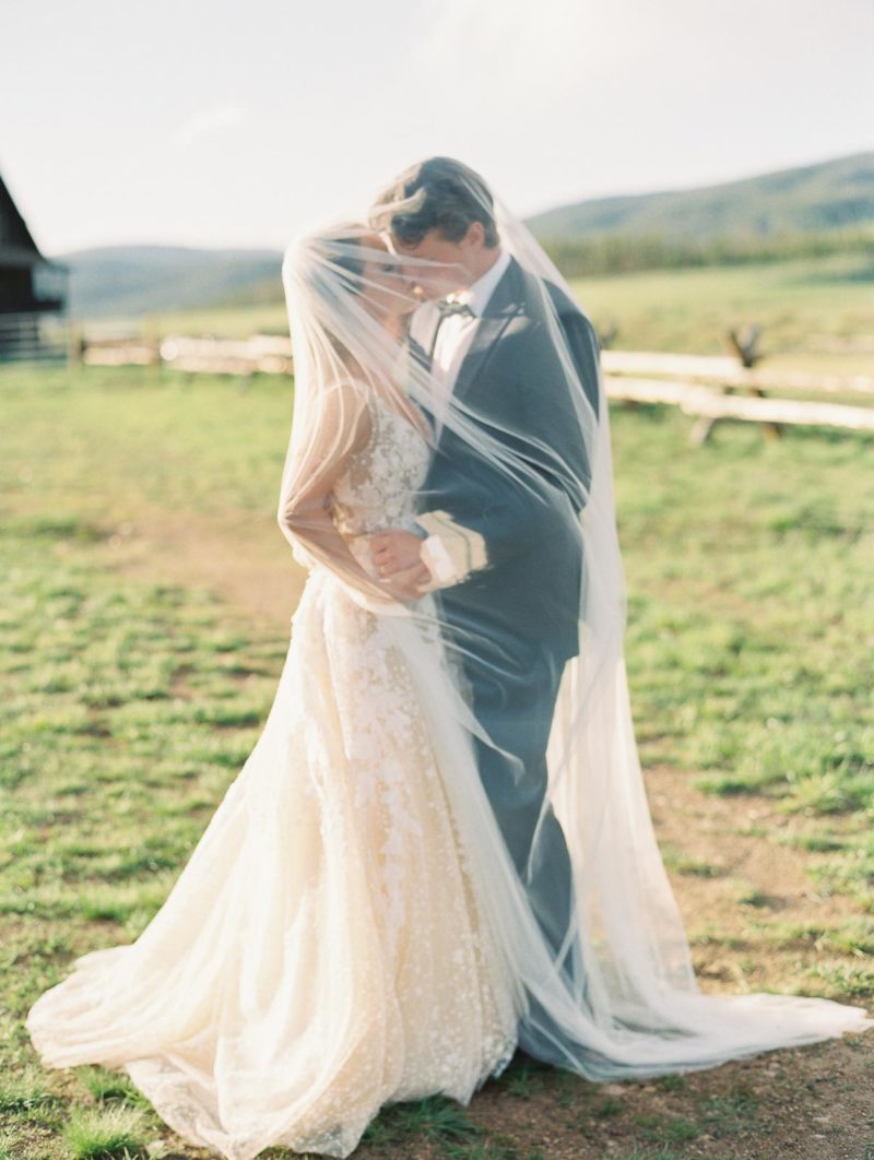 Devil's_thumb_ranch_wedding